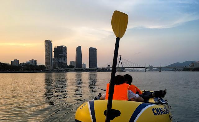 tour du lịch thuyền hơi quanh sông Hàn tại Đà Nẵng
