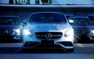 Mercedes Benz Plein Phares - Fond d'Écran en Full HD 1080p