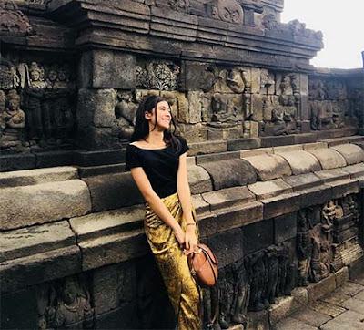 Cut Ashifa di Candi Borobudur