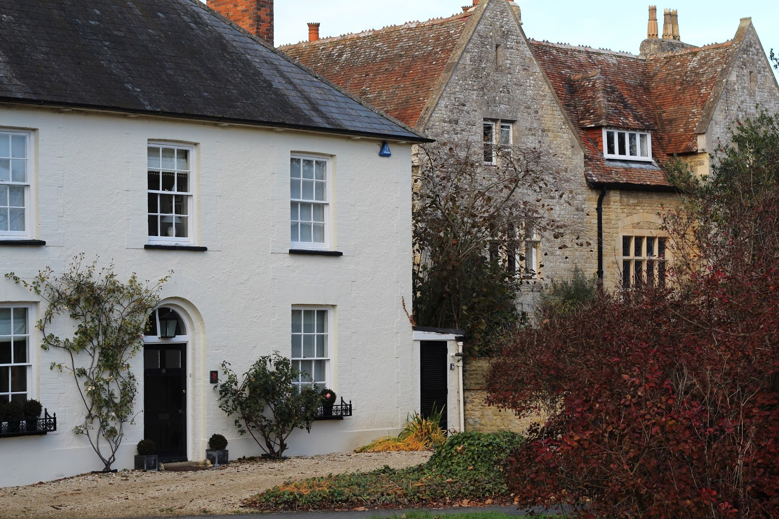 The village is full of beautiful little cottages and dreamy houses. If staying in Oxford long term meant we got to live in one of these beauties I could ... & Right on our Doorstep: Exploring Great Milton | Life With The Roof Down