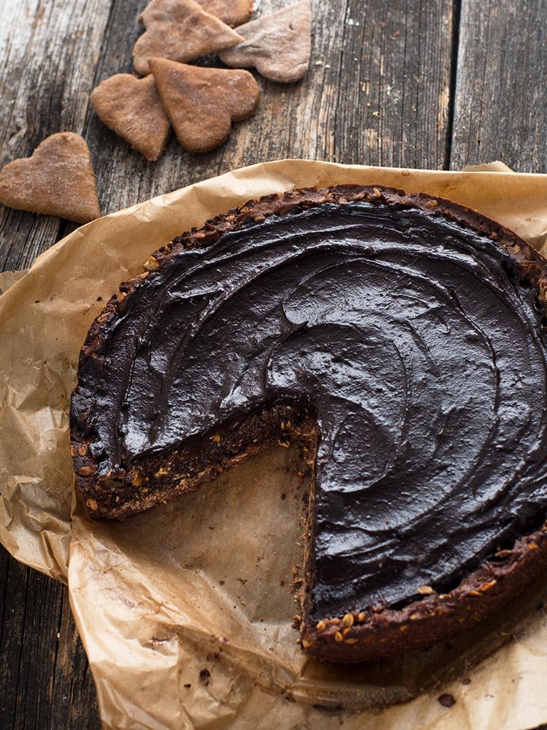 Tarta makowa z czekoladowym musem z awokado - przepis weganski, bezglutenowy, bez cukru