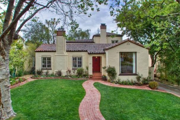 Desain Rumah Seperti Villa Sederhana