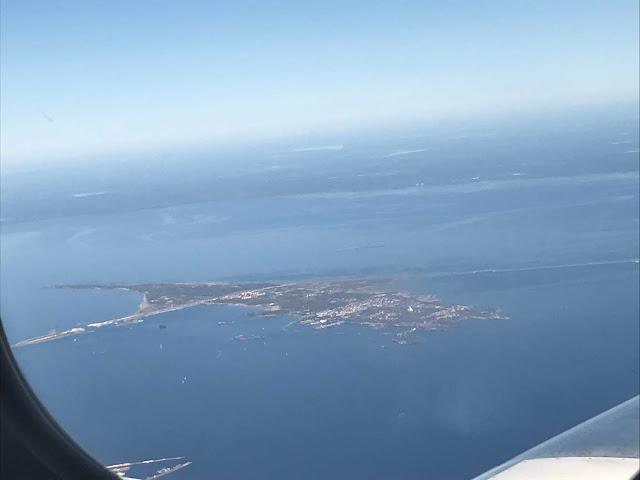 Kronstaditin saari lentokoneesta kuvattuna.
