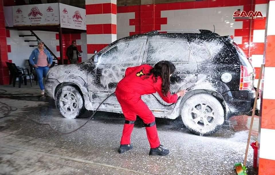 مغسل سيارات خاص بالنساء لأول مرة في السويداء