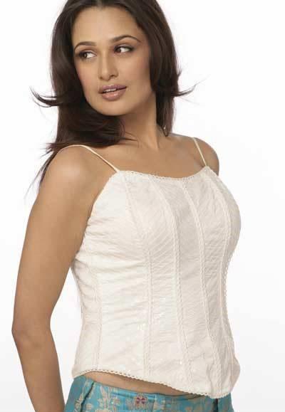 Yuvika Chaudhary In Om Shanti Om « Actress Gossip