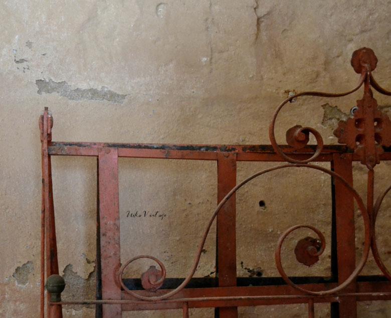 Post informativo sobre muebles antiguos, en el que acabamos con algunos de sus mitos, y aprendemos a saber comprar