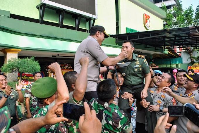 HUT TNI ke 73, Polres Jakbar Berikan Surprise Kepada Kodim 0503/JB