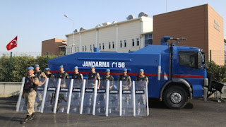 """""""Μπορεί να αλλάξουν τα αδικήματα"""": Οι δικαιολογίες για να κρατούν φυλακή τους Έλληνες"""