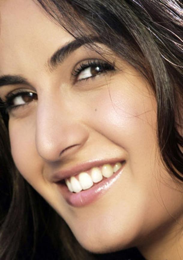 Beautiful Girl Smile Wallpaper Newest And Cool Katrina Kaif Photos Fungur Blogspot Com