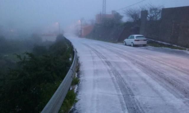 Peligrosas las carreteras cortadas a la cumbre Gran Canaria por el hielo