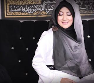 Model Hijab Pipik Dian Irawati
