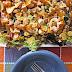 Ensalada de pollo y nachos con salsa Catalina y un tabú