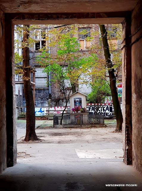 Warszawa Warsaw architektura kamienica opuszczone ulica praskie klimaty podwórko