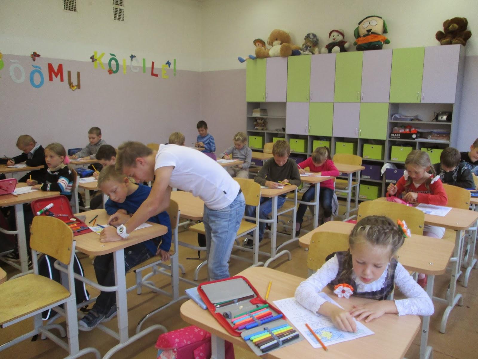 Аким Яков - В нашем классе ученица: читать стих, текст