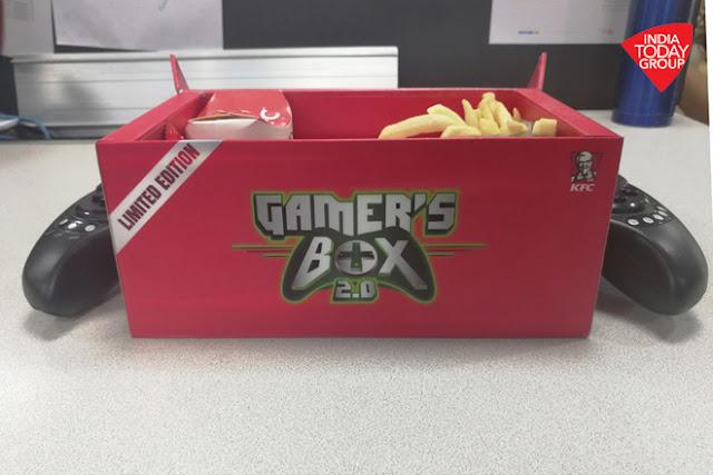 Hộp đựng gà rán kiêm tay cầm chơi game di động KFC