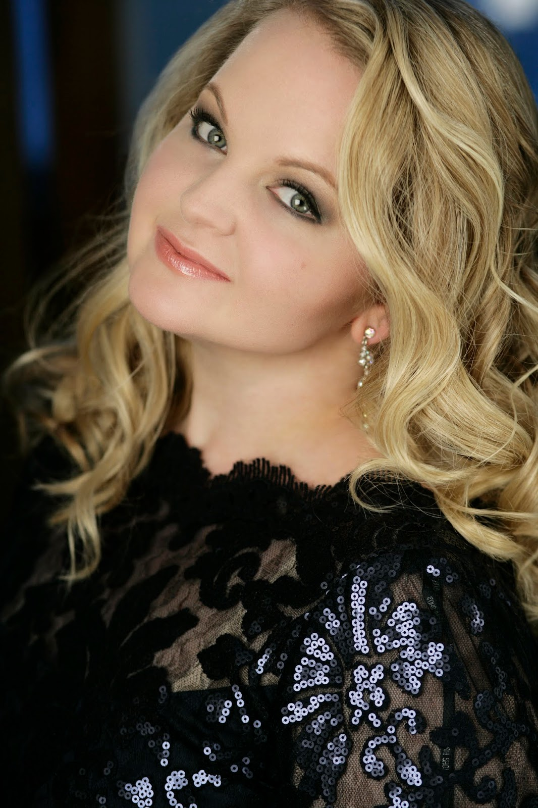 SINGER in the SPOTLIGHT: Internationally-acclaimed mezzo-soprano ELIZABETH DESHONG [Photo © by Kristin Hoebermann; used with permission]