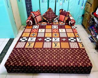 Sofa bed inoac motif LV Coklat mono saat difungsikan sebagai kasur inoac normal