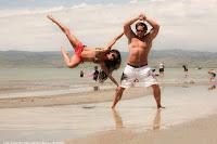 starker Mann und muskulöse Frau am Strand lustige Bilder