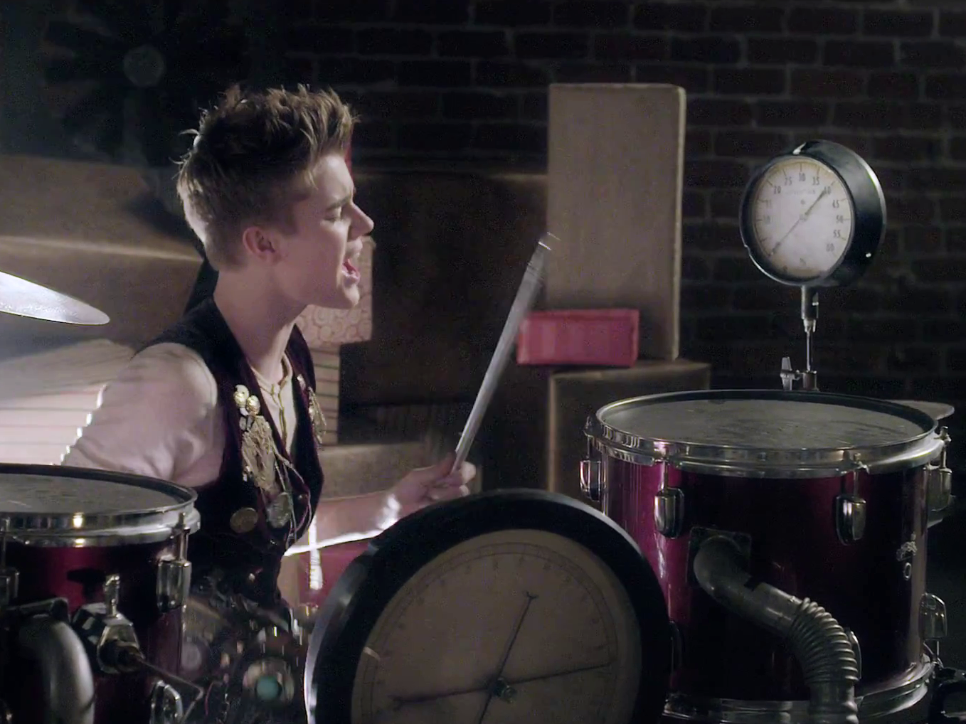 """Bieber Exclusive: Justin Bieber - Surprise Video Release """"Santa Claus is Coming to town"""" *Photo ..."""