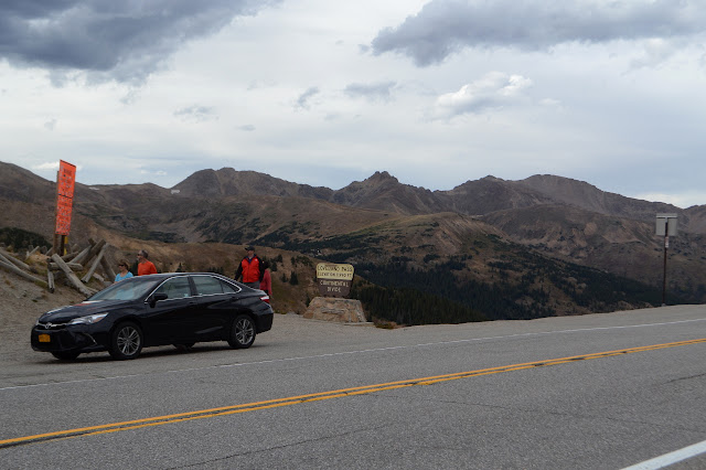 Loveland Pass with road
