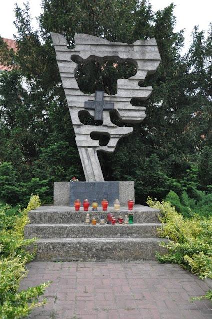 Pomnik poświęcony bitwom pod Cedynią, Siekierkami oraz Gozdowicami