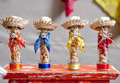 festa junina arraia arraial junino mesa guloseima comida decoração diy ideia dica arrumar arrumação diferente gourmet elegante bonito amendoim