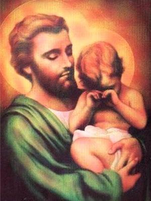 San Jose mirando con ternura al Ñiño Jesus que llora en sus brazos