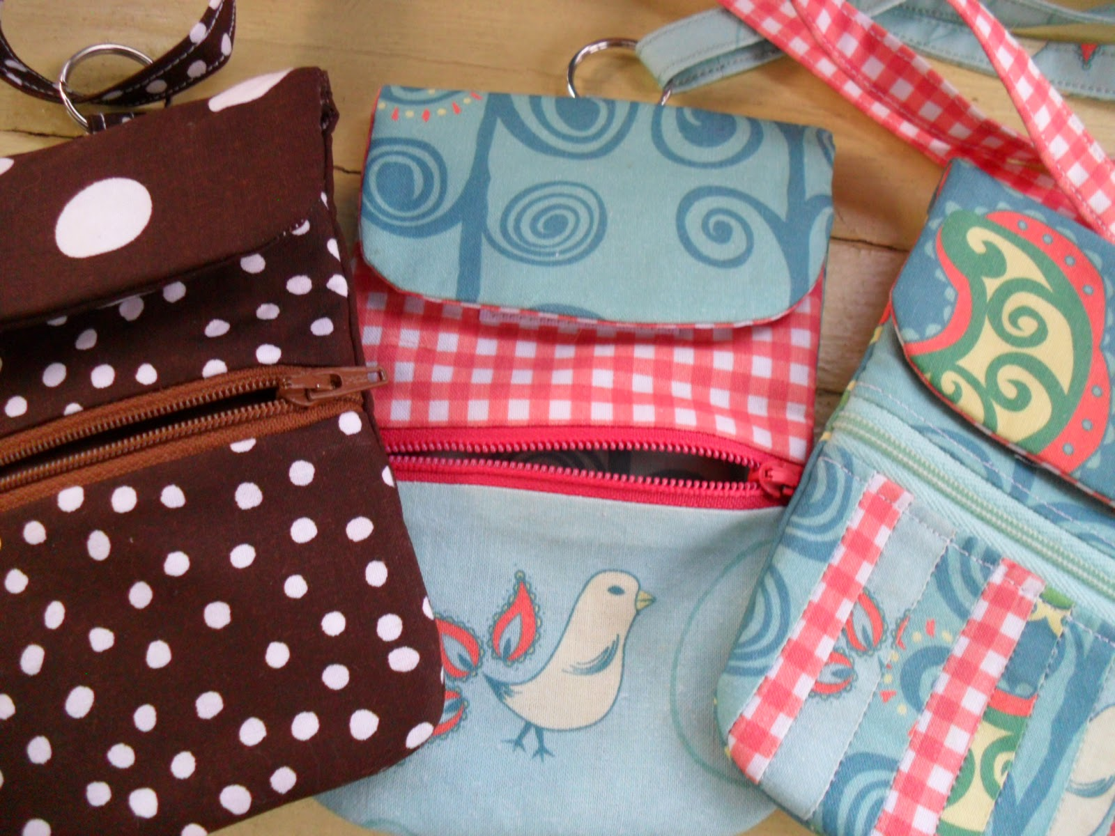 Zippered Phone Pouch Pattern, shared by Wow, I Like That