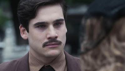 Alfredo (Nicolas Prattes) culpa Marion (Ellen Rocche) por última briga com Júlio (Antonio Calloni) — Foto: Globo