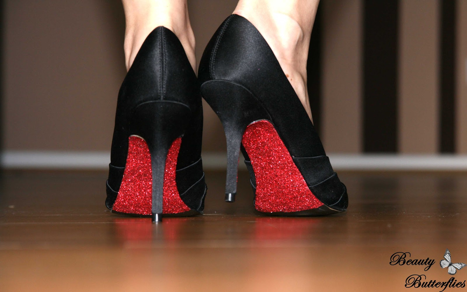 diy dorothy gale s shoes we re not in kansas anymore. Black Bedroom Furniture Sets. Home Design Ideas