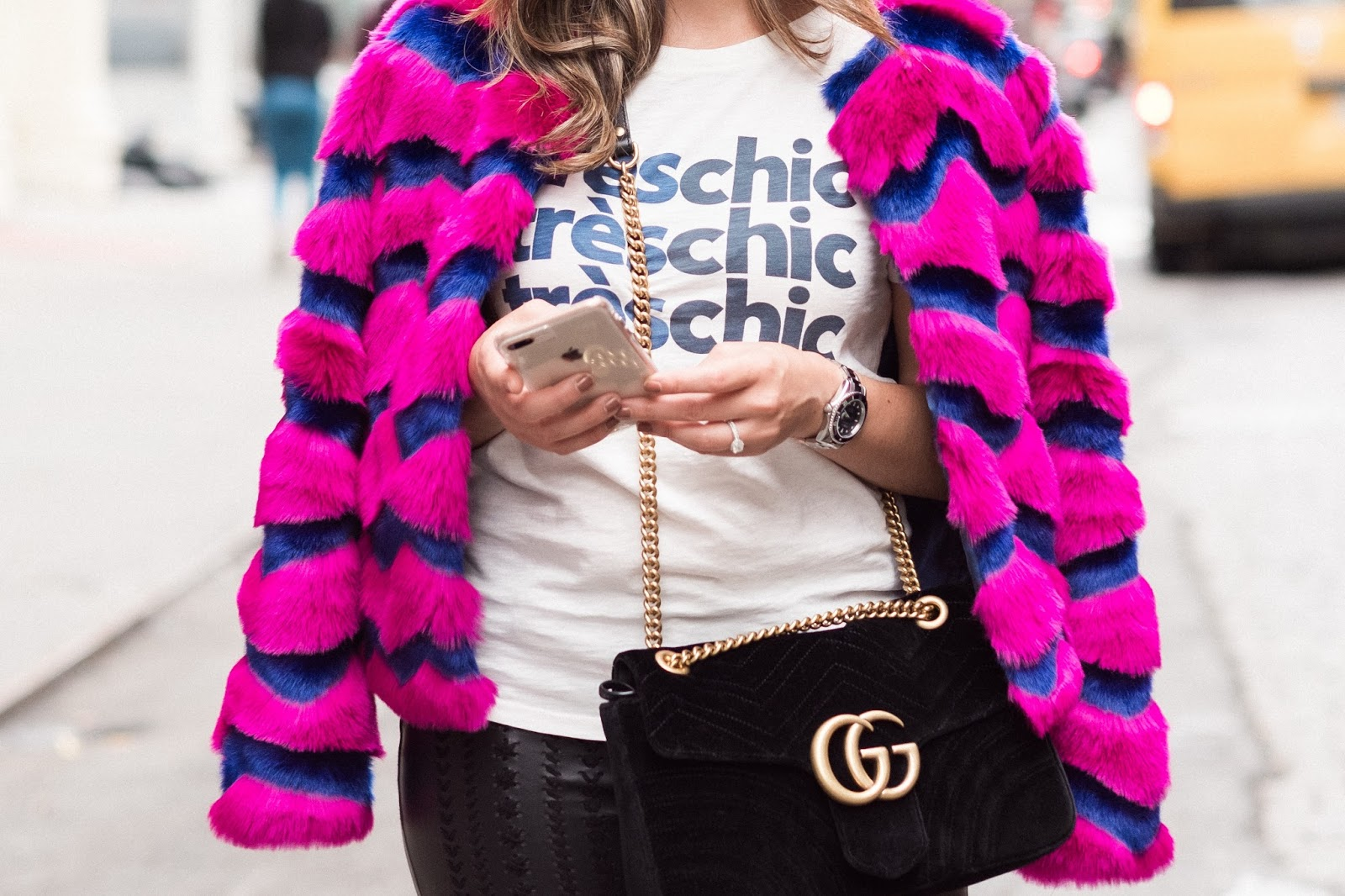 fall-outfits-pink-faux-fur-jacket