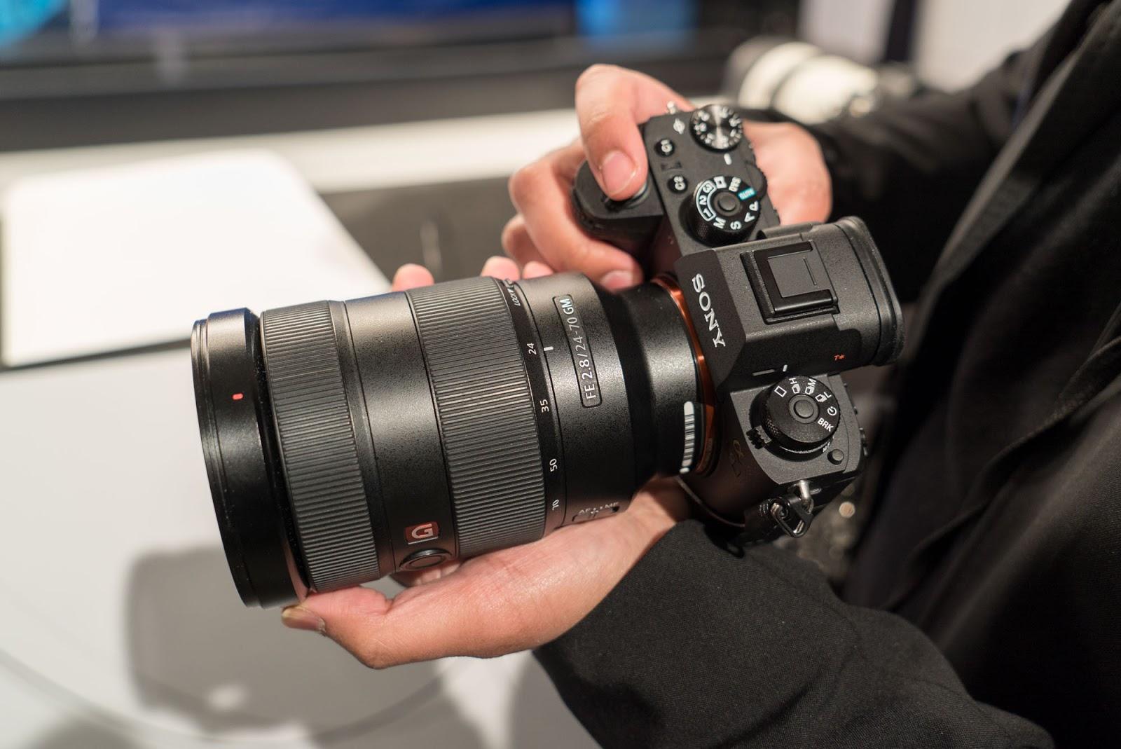 Sony A9 в руках фотографа