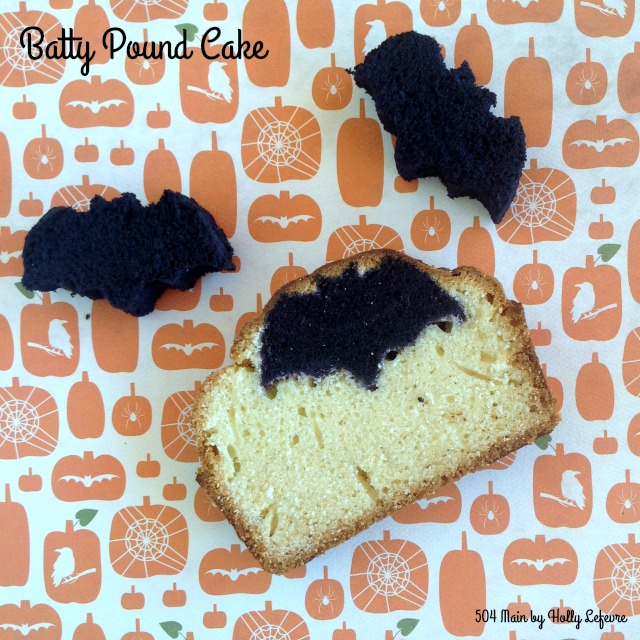Little bats made of cake are hidden inside the pound cake!