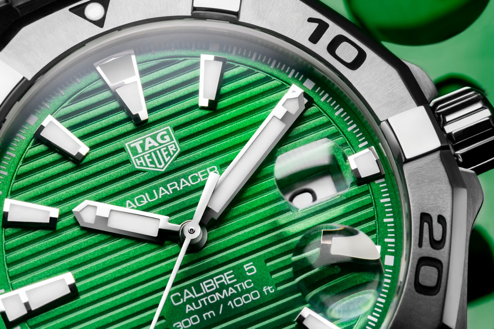 Tag Heuer's new Emerald Green Aquaracers TAG+Heuer+Aquracer+EMERALD+05