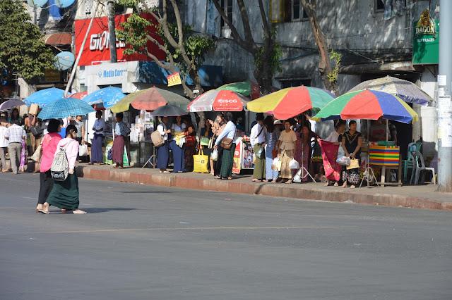 les rues de Yangon