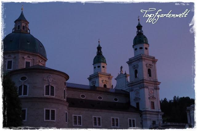 Salzburger Dom bei Dämmerung
