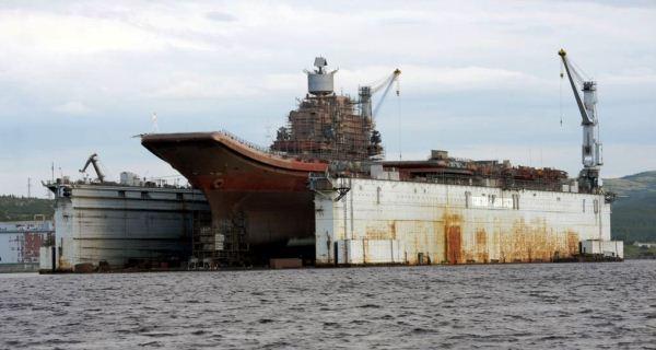 Admiral Kuznetsov berada di dok