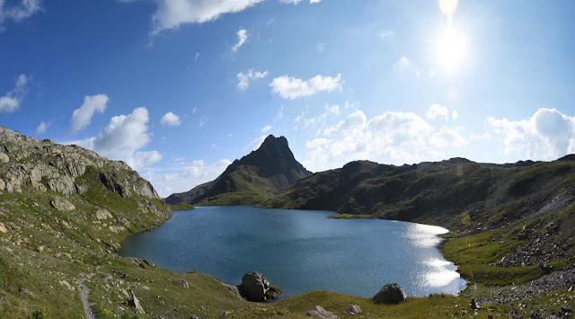 L'Aiguille Rousse et son Lac Blanc