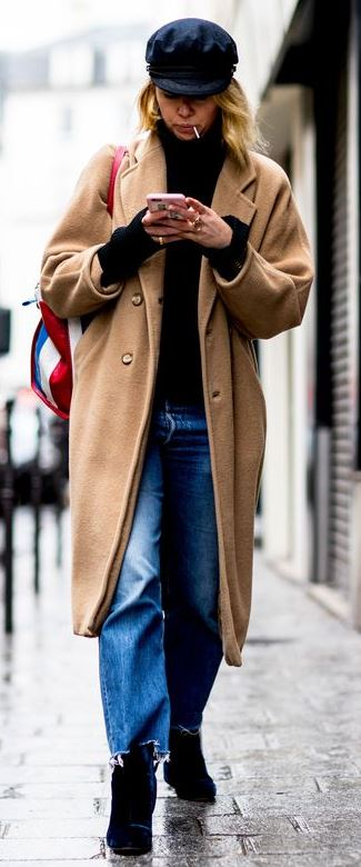 fall street style perefction / hat + nude coat + bag + top + boyfriend jeans + boots