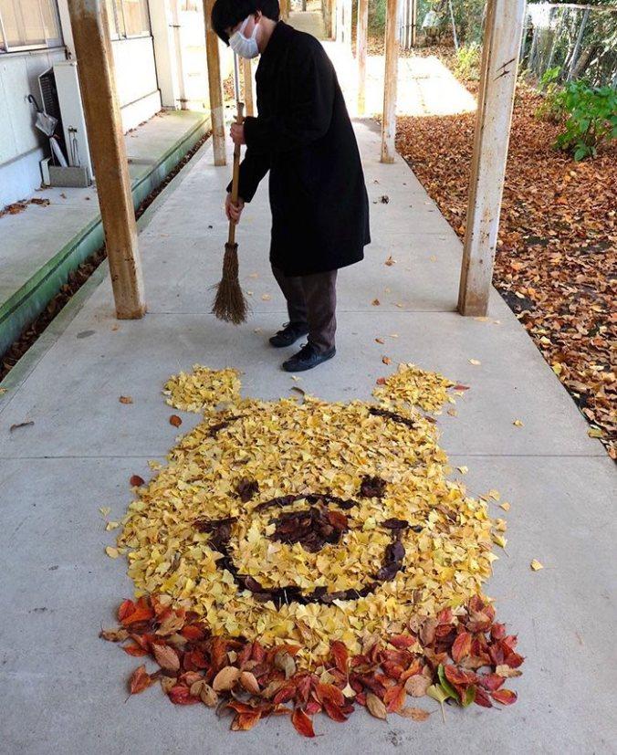 Sampah Dedaunan Disulap Menjadi Karya Seni yang Indah