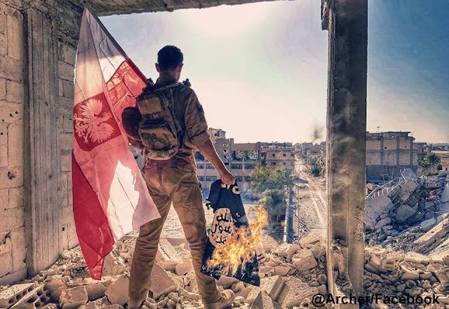 Archer z polskąflagą w Raqqa