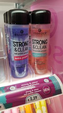 novità essence - strong&clean nail polish remover