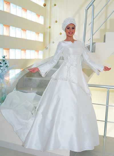 01c6f90bd اروع فساتين زفاف 2012 للمحجبات