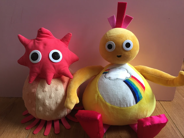 Interactive Musical Chick and Dance-Along Peekaboo Twirlywoos Toys