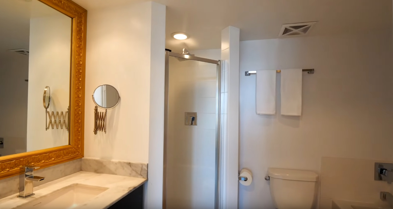 18 Photos vs. 85 E Liberty St #105, Toronto Condo Interior Design Tour