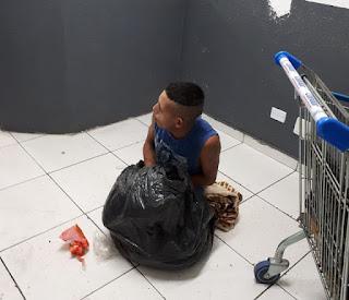 Preso tenta fugir de delegacia escondido em saco de lixo e é surpreendido por funcionário da limpeza no Paraná