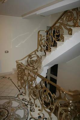 railing tangga kuningan untuk rumah mewah