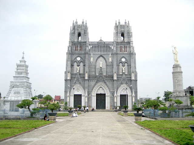 Top 5 churches in Vietnam attract tourists 3