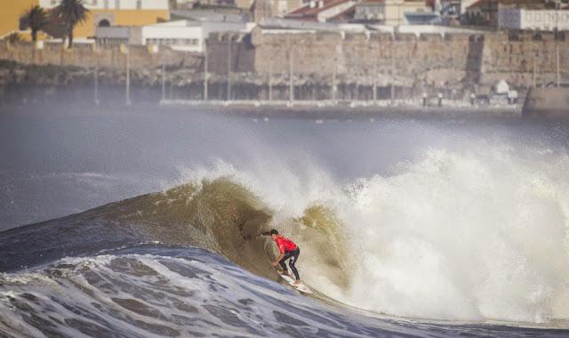 37 2014 Moche Rip Curl Pro Portugal Michel Bourez PYF Foto ASP Damien Poullenot Aquashot