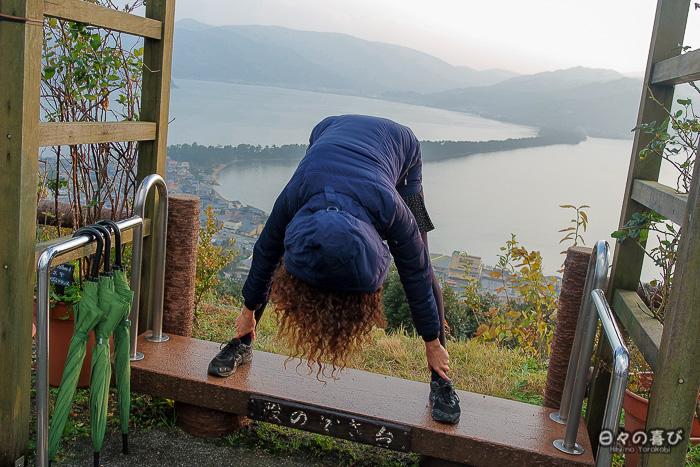 Posture tête en bas pour admirer la vue, parc Kasamatsu, Amanohashidate